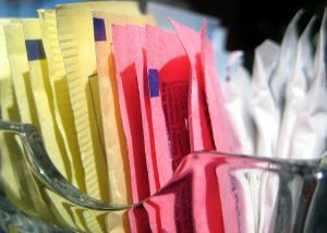 packets of artificial sweeteners