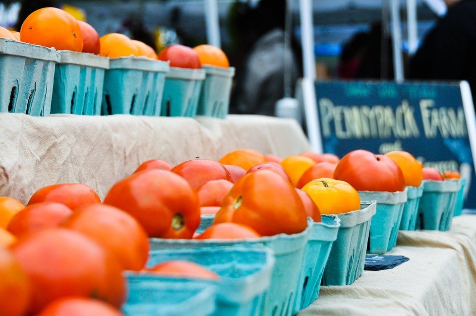 baskets of tomatoes at a farmers market